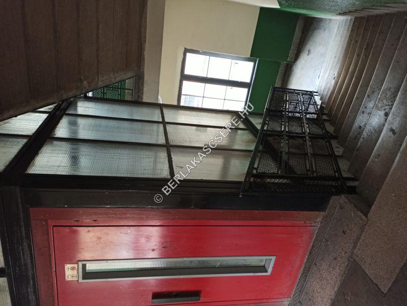 Lépcsőház és lift