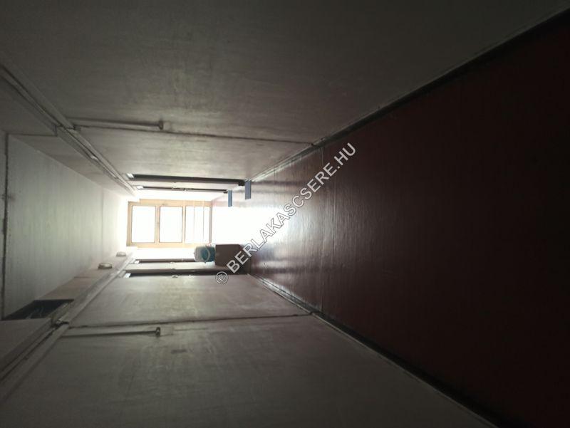 Lakás előtti folyosó szakasz
