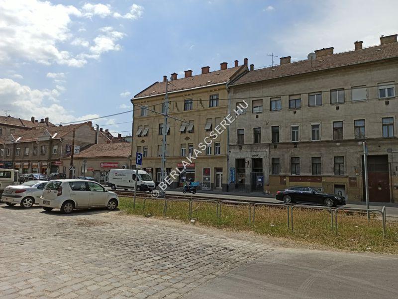 Lakóépület - utcai homlokzat, közvetlen környezet